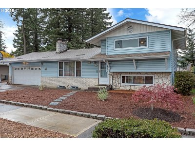 Portland Single Family Home For Sale: 330 NE 170th Ave