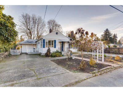 Portland Single Family Home For Sale: 4520 NE Emerson St