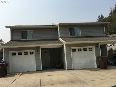 Canyonville Multi Family Home For Sale: 320 Maylea Pl