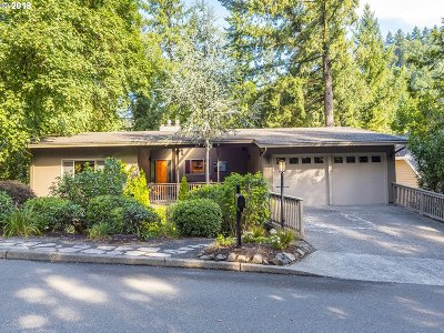 Lake Oswego Single Family Home For Sale: 2033 Ridgewood Rd