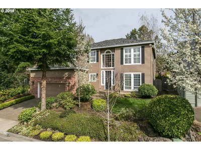 Lake Oswego Single Family Home For Sale: 5835 Ridgetop Ct
