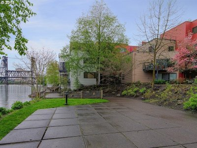 Condo/Townhouse For Sale: 910 NW Naito Pkwy #I-19