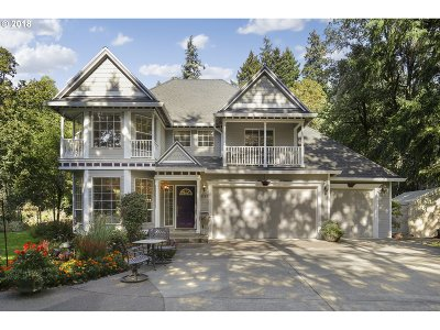 Milwaukie, Gladstone Single Family Home For Sale: 1265 SE River Forest Ln