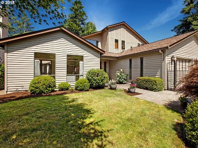 Portland Single Family Home For Sale: 11372 SW Lynnvale Dr