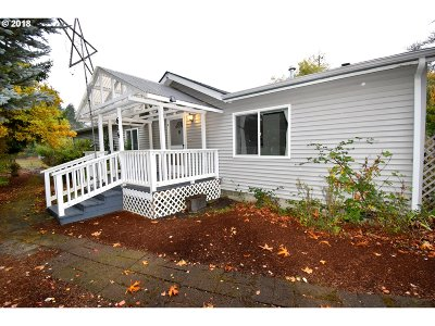 Cowlitz County Single Family Home For Sale: 614 Morse St