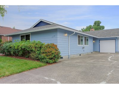 Multnomah County Single Family Home For Sale: 1635 SW 22nd St