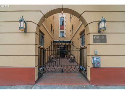 Condo/Townhouse For Sale: 2829 SE Belmont St #306