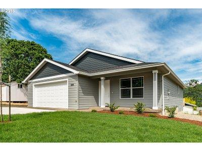 Winston Single Family Home For Sale: 604 SE Garden Way Dr