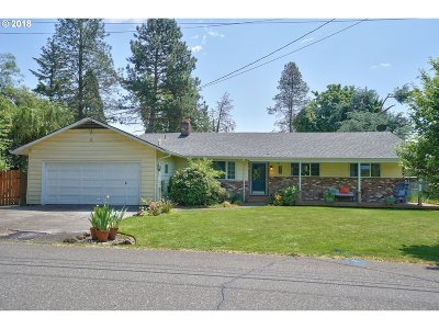 Milwaukie Single Family Home For Sale: 3102 SE Vineyard Rd