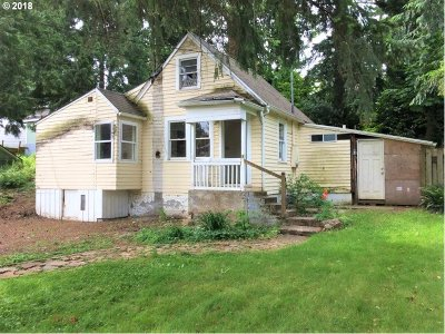 Milwaukie Single Family Home For Sale: 5808 SE Willow St