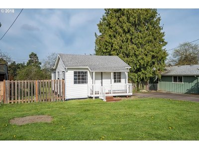 Portland Single Family Home For Sale: 2221 SE 105th Ave