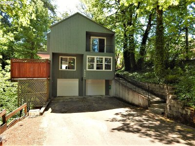 Gresham Single Family Home For Sale: 2230 SE Regner Rd