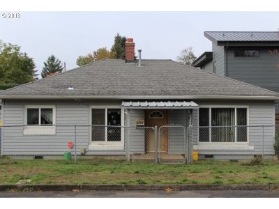 Portland Single Family Home For Sale: 7506 N Columbia Blvd