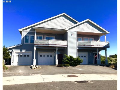 Bandon Single Family Home For Sale: 1335 Village Loop