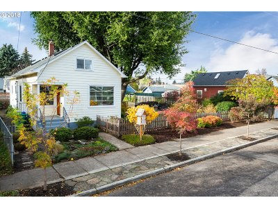 Portland Single Family Home For Sale: 3611 SE 64th Ave
