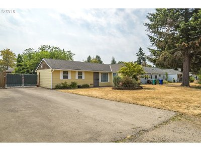 Portland Single Family Home For Sale: 11526 NE Couch St