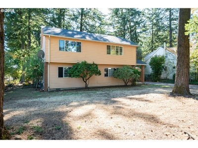 Single Family Home For Sale: 13150 SE Lincoln St