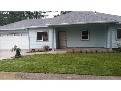 Milwaukie Single Family Home For Sale: 9722 SE Eckler Ave