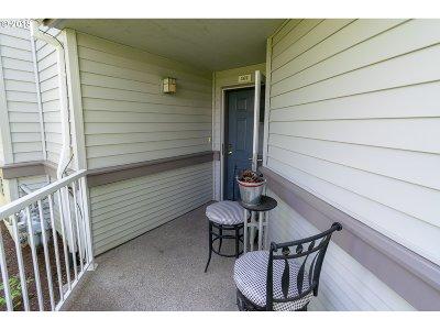 Beaverton Condo/Townhouse For Sale: 14510 SW Magpie Ln #101