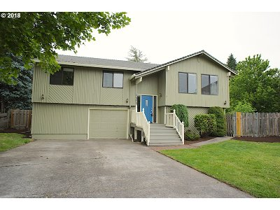 Troutdale Single Family Home For Sale: 1530 SE Knarr Ct