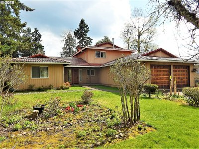Milwaukie Single Family Home For Sale: 2820 SE Laurelwood Dr
