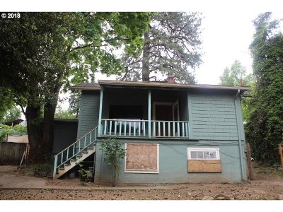 Milwaukie Single Family Home For Sale: 12912 SE McLoughlin Blvd