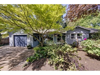 Lake Oswego Single Family Home For Sale: 16141 Parker Rd