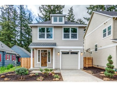 Portland Single Family Home For Sale: 11724 SE Woodward Ct