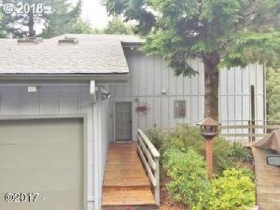 Lincoln City Single Family Home For Sale: 485 Lookout Dr