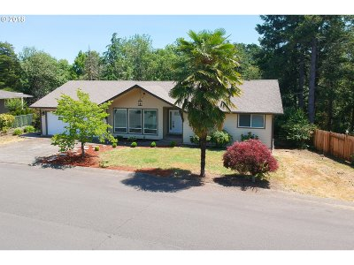 Roseburg Single Family Home For Sale: 1182 NW Cherry Dr