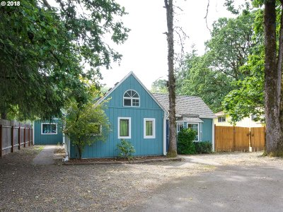 Milwaukie Single Family Home For Sale: 6410 SE Jennings Ave