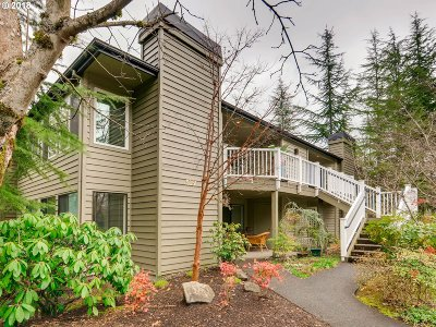 Lake Oswego Condo/Townhouse For Sale: 5051 SW Foothills Dr #C