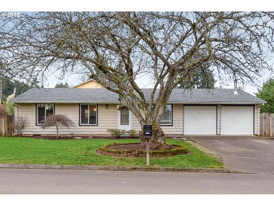 Milwaukie Single Family Home For Sale: 17181 SE Stratford Ave