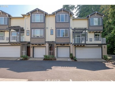Beaverton Condo/Townhouse For Sale: 13895 SW Barrows Rd #103