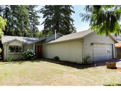 Portland Single Family Home For Sale: 932 SE 174th Ave