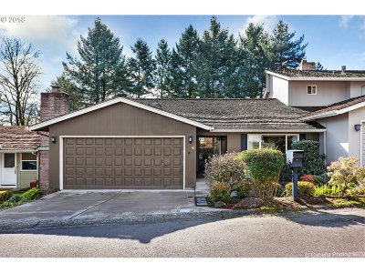 Lake Oswego Single Family Home For Sale: 6 Britten Ct