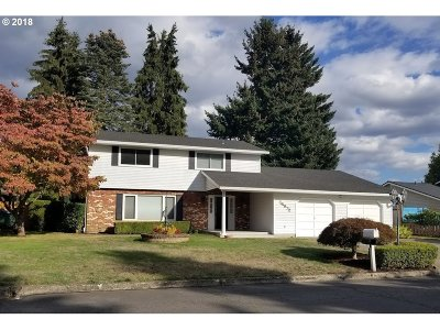 Milwaukie Single Family Home For Sale: 14972 SE Carol Ave