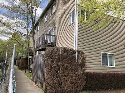 Portland Condo/Townhouse For Sale: 3317 SE 122nd Ave #4