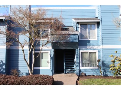 Hillsboro Condo/Townhouse For Sale: 2330 SE Brookwood Ave #217
