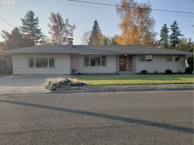 Roseburg Single Family Home For Sale: 154 W Berdine St