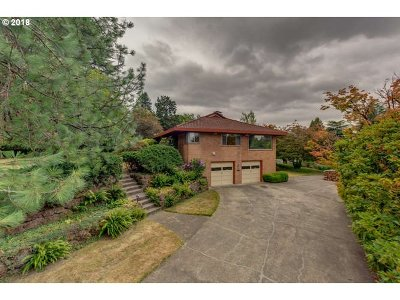Milwaukie Single Family Home For Sale: 14023 SE Matilda Dr