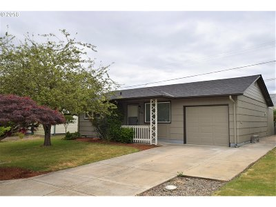 Single Family Home For Sale: 2080 Umpqua Rd