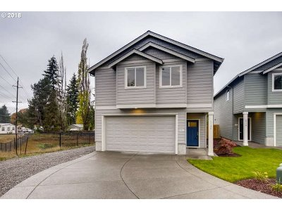 Gresham Single Family Home For Sale: 2728 SE Acacia Pl