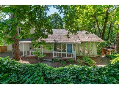 Eugene Single Family Home For Sale: 440 Lochmoor Pl