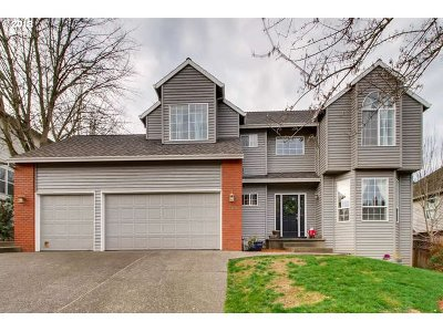 Tualatin Single Family Home For Sale: 17585 SW Fulton Dr