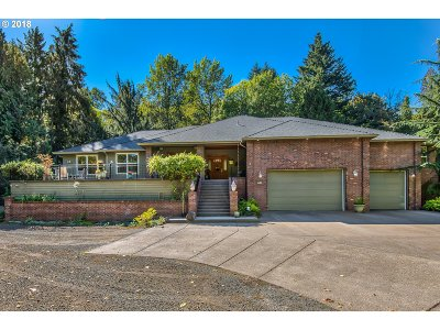 Gresham Single Family Home For Sale: 635 SE Park Dr