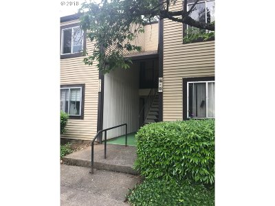Clackamas County, Columbia County, Jefferson County, Linn County, Marion County, Multnomah County, Polk County, Washington County, Yamhill County Condo/Townhouse For Sale: 2706 SE 138th Ave #30