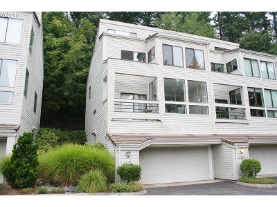 Lake Oswego Condo/Townhouse For Sale: 4417 Thunder Vista Ln