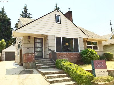 Portland Single Family Home For Sale: 26 NE Stafford St