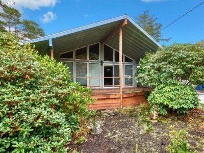 Lincoln City Single Family Home For Sale: 6800 SW Inlet Ave